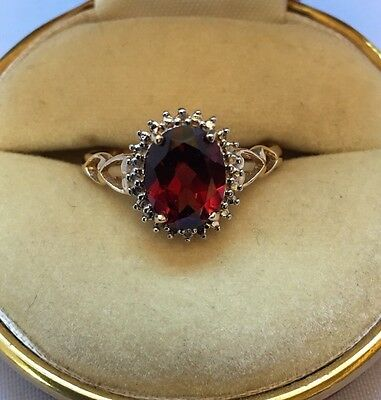 Beautiful Cut Out Hearts 9ct Gold Garnet And Diamond Ring