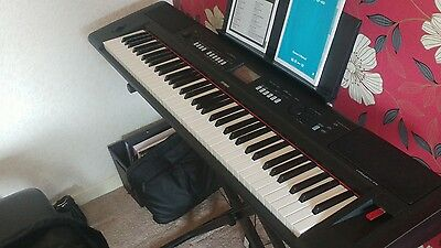 Yamaha NP V80 + stand + case, nearly new.