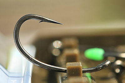 Korda Kurv Shank Carp Fishing Hooks - Barbed & Barbless Sizes 2 - 12 Available