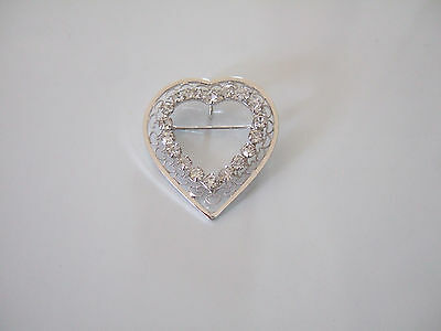 BEAUTIFUL VINTAGE CRYSTAL FILIGREE SILVER TONE HEART BROOCH PIN or PENDANT