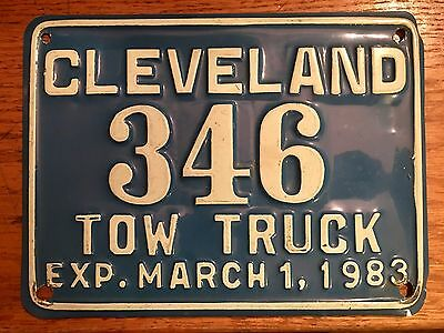 Vintage collectors Cleveland Ohio Tow Truck 1983 license plate