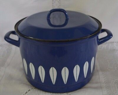 Catherine Holm Large Enamel Lotus Casserole Dish with Handles