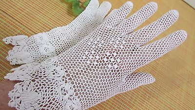Vintage FABULOUS Ivory Color Lace Crocheted Ruffle Edge Gloves Size Small