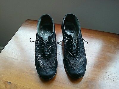 1930s/1940s Ladies Black lace up shoes