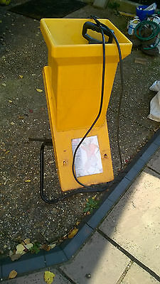 ALKO DYNAMIC ELECTRIC GARDEN SHREDDER.  With Tool. LITTLE USED