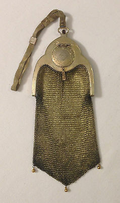 Picadilly style WB gold-tone soldered mesh compact purse circa 1918