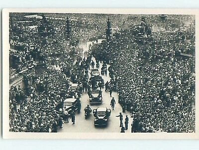 1944 rppc HUGE CROWD AROUND OLD CARS Wwii Liberation Of Paris France HM2270