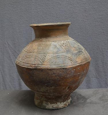 Very nice large vessel with a engraved decor, D R Congo.