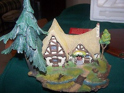 Disney Classic  Society Collection -Enchanted Cottage- Snow White & 7 Dwarfs