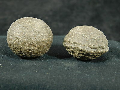 A Small Nice & Natural Pair of Moqui Marbles or Shaman Stones from Utah 42.7gr