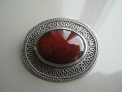 Ladies pretty 925 silver oval-shaped pin-brooch set with Carnelian cabochon