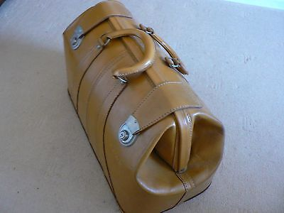 VINTAGE BOYNES LEATHER DOCTOR'S STYLE BAG - Very Good Condition