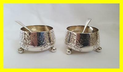 Good Pair Of Victorian Edward Hutton Silver Salts - Matching Spoons,london 1889