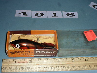 S4016 Vintage Bomber fishing lure with box