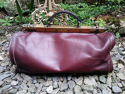 alte Arzttasche Hebammenkoffer Reisetasche Weekender Leder Messing old dog bag