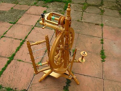 KROMSKI SPINNING WHEEL EXCELLENT CONDITION with LAZY KATE