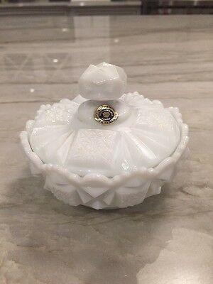WESTMORELAND Milk Glass:  OLD QUILT:  RARE POWDER JAR w/ LID - MINT w/ STICKER