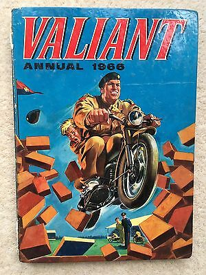 Valiant Annual 1966 - Unclipped, good condition. The third Valiant Annual!