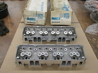 NOS GM Small Block Chevy SBC Bowtie Aluminum Heads 14011049 14011050 Rare Find