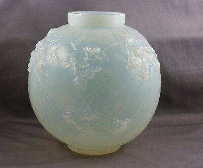 Sabino France Art Glass Art Deco Les Abeilles Beehive Honeycombs Opalescent Vase