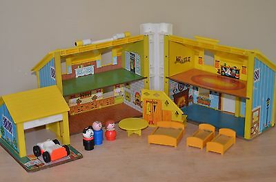 Vintage Fisher Price Little People Play Family Yellow House #952 w/Accessories