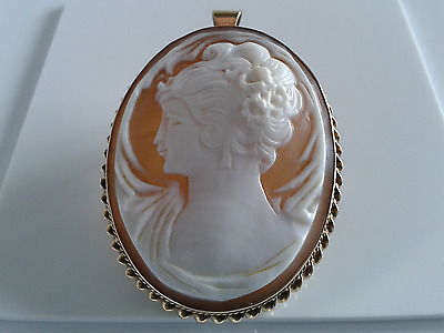 9ct Gold Large Real Cameo Brooch/Pendant. Hallmarked.