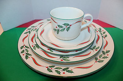 Lenox COUNTRY HOLLY 4 Piece Place Setting No Bread Plate