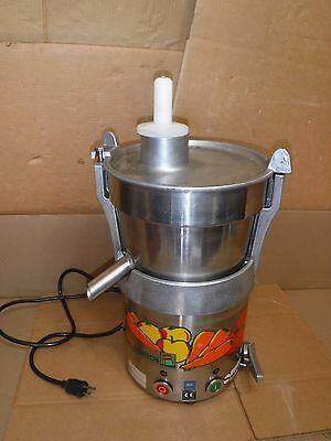 Santos 28 Automatic Fruit And Vegetable Juicer