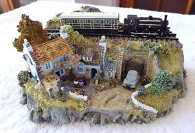 BNIB DANBURY MINT COUNTRY LINES COLLECTION SCULPTURE - THE RAILWAY ARMS no 1857