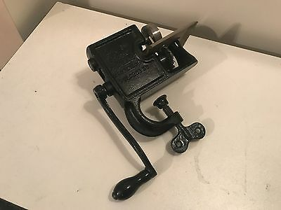 Cast Iron Coated  Pinking Machine, Pinker ~ Rotary Hand Crank ~ WORKS!