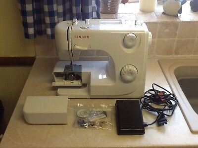 Singer 8280 Sewing Machine. Very Good Used Condition.