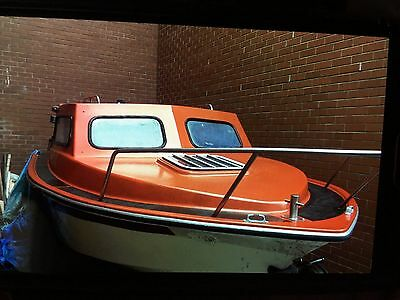 19ft fishing boat  with cabin and trailer