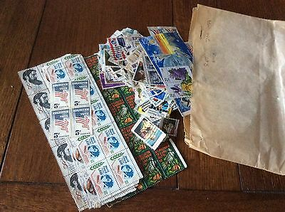 APPROX 700 USA STAMPS OFF PAPER USED EARLY/MID 20th Century