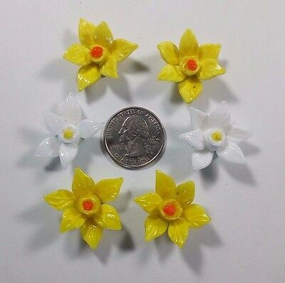 Lot Of 6 Miniature Glass Flowers - 4 Yellow - 2 White (1 Missing a Petal)