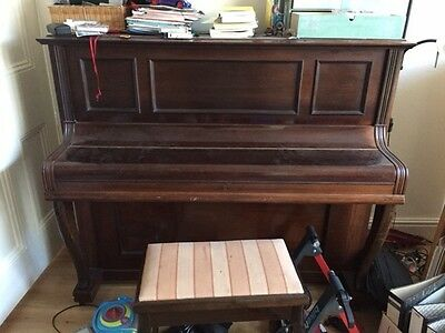 Upright Piano - Gors and Kallman