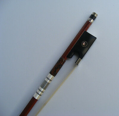 New High Quality Pernambuco Octagonal Violin Bow Silver Mounted Frog 4/4 Bow