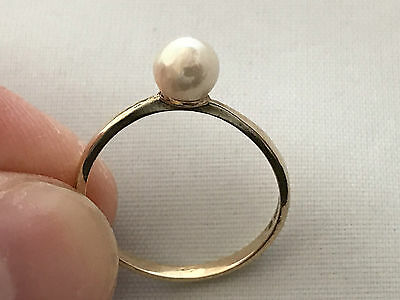 9ct Gold Cultured Pearl Ring. UK Size: O