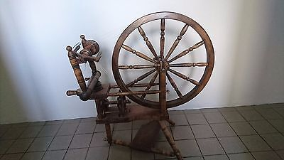 wooden spinning wheel - great condition!
