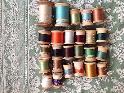 Lot - 25 vintage wooden spools with thread