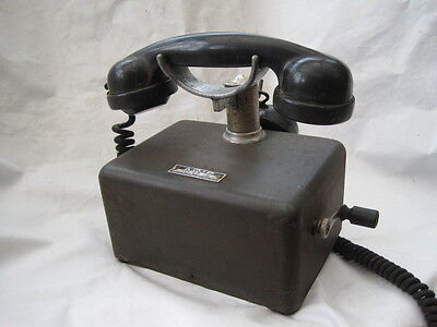 Old vintage dynamo French telephone  circa 1920's - Black
