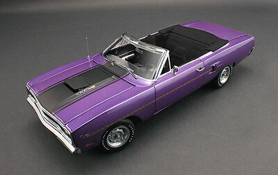 GMP 1970 Plymouth Road Runner Convertible Violet 1/18