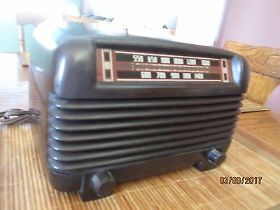 "Vintage PHILCO  AM TUBE RADIO BAKELITE CASE NO CHIPS OR CRACKS   ""WORKS"""