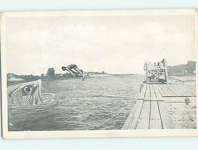 Pre-Linen exaggeration MAN JUMPS FROM FISHING DOCK TO MOUTH OF HUGE FISH HL2451