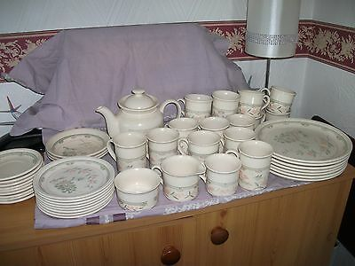 BILTONS TABLEWARE  DINNER SET  a couple of items missing see pics for pattern