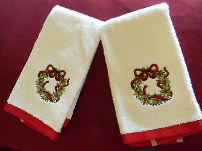 2 Fingertip hand towels white with Christmas wreath applique Elegant