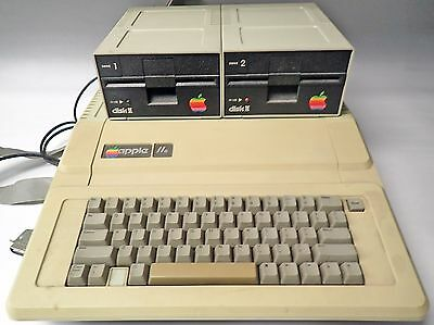 Vintage Apple Iie 2E A2S2064 Personal Computer With 2 Apple Disk Ii Disk Drives