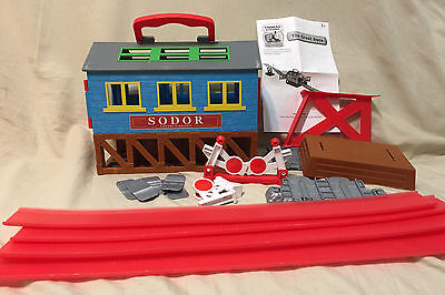 Thomas Tank Engine Train Take Along N Play - The Great Race with Covered Bridge