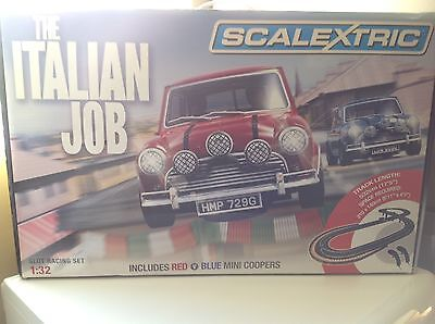 The Italian Job C1280 1:32 Scale Blue v Red Mini Coopers Scalextric Set