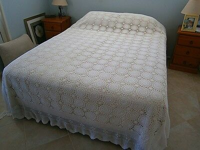 Vintage Antique Retro White Floral Crochet Bedspread!! Queen Double Tablecloth