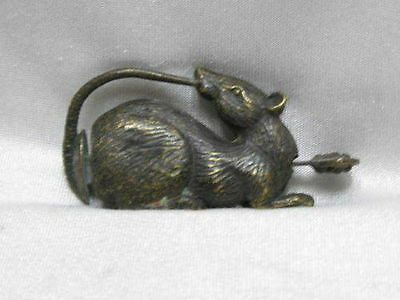 China's old bronze lucky mouse can use the lock and key